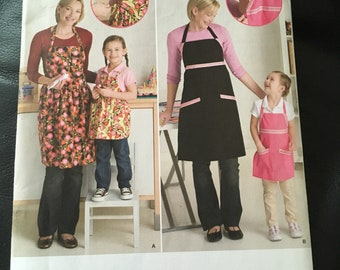 Sewing Pattern Adjustable Aprons mommy and me simplicity 2555