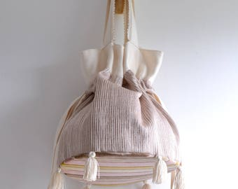 Betty P. Bucket. Simple top handle bag. Everyday shopping bag. Style151P. Ready to ship