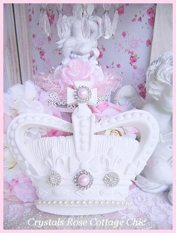 shabby chic fleur de lys et couronne croix mur blanc rose. Black Bedroom Furniture Sets. Home Design Ideas