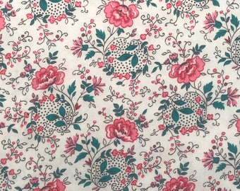 "20""x29"" Crisp White Pink & Red Cabbage Rose Paisley Polka Dot Palette Scrolling Green Leaves Vintage Cotton Quilt Fabric Pc."