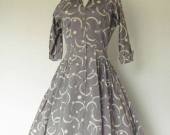 Vintage 1950s Dress / Shiny Gray with White / 50s Day or Party Dress with Full Skirt and Wing Collar / Rockabilly Pinup Viva Las Vegas Party