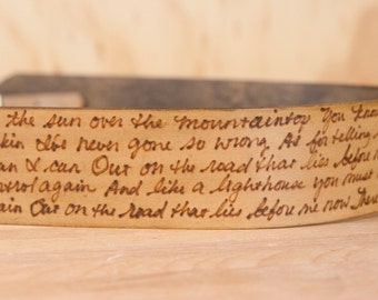 Personalized Leather Camera Strap - Custom inscription in the Smokey Pattern in Antique Brown
