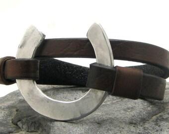 Men's leather bracelet Brown leather wrap men's bracelet with hammered metal work horseshoe clasp.Hammered work.