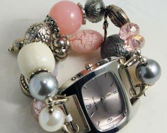 Spielraum-Nostalgie-Uhr-SET... Rosa, weiß und Grau Perlen Armband. Zifferblatt im Lieferumfang enthalten