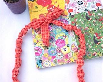 Collar fabric wood beads