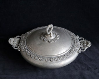Metalars  Pewter serving pot with lid