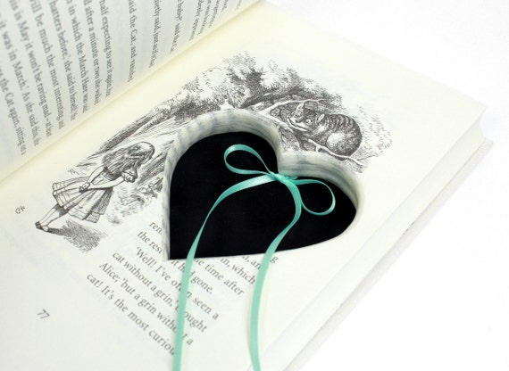 Alice In Wonderland Ring Holder Heart Shaped Booksafe
