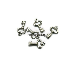 40 pcs pendant key  Silver - P06