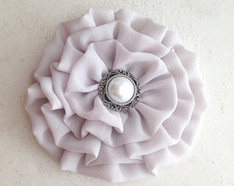 Light Gray Flower Hair Clip.Light Gray Flower Brooch.Gray Flower Pin.Pale Gray flower.Bridesmaid headpiece.Hair Piece.Hair Accessory.wedding