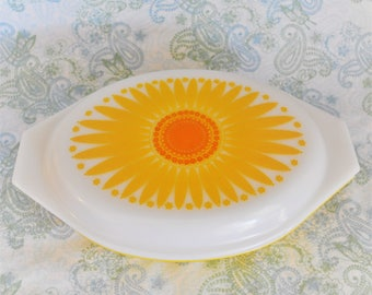 Vintage Daisy/Sunflower Pyrex Divided Casserole, 13 x 8.5 in.