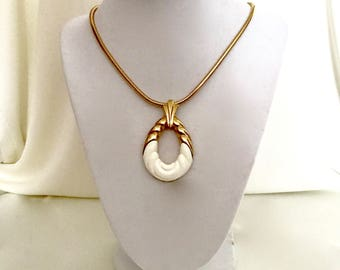 Vintage 70s Gold and Ivory Pendant Necklace  VG2938