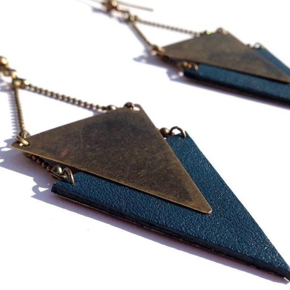 "Teal Leather earring / triangle metal bronze CHEYENNE - Collection ""Indian summer"""