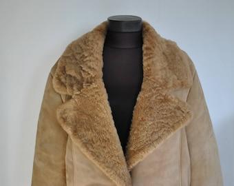 Vintage SHEEPSKIN COAT , women's fur coat , shearling fur coat ............(416)