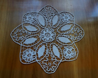 Vintage flower-in-flower Romanian Point Lace off-white doily,  5 flowers, 8 leaves, handmade cotton doily, rustic wedding decor, collectible