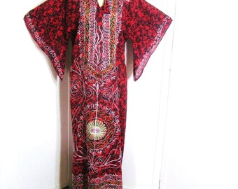 Vintage 60s Dashiki Embroidered Cotton Maxi Dress, Red Black Print Caftan, Angel Bell Sleeve, Beach Cover Up Ethnic Boho Chic, Up to 37 Bust