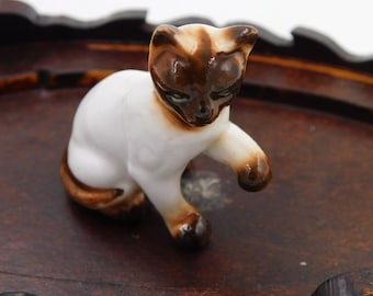Vintage Bone China Miniature Siamese Cat Figurine Playing   Dr46
