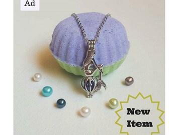 Ariel bath bomb gift set. Pearl inside!  Ariel birthday gift. Mermaid gift. Mermaid necklace.