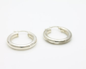 Classic Sterling Silver Round Hoop Earrings Italy. [2864]