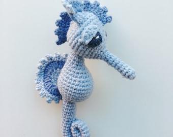 Murray, the amigurumi seahorse