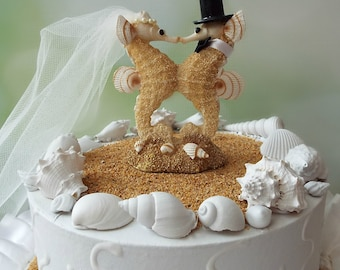 Sea Horse-wedding-cake topper-bride-groom-seahorse lover-kissing-beach-destination-themed-Mr and Mrs-seahorse cake topper-wedding decor