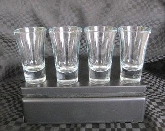 Vintage 4 shot glasses / Vintage 4 to be shot glasses