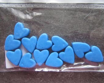 Heart shaped bag of 12 beads in blue resin