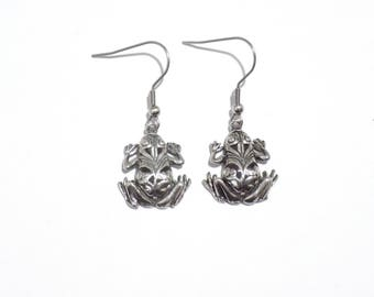 frog earrings, frog jewelry, animal earrings, pewter jewelry, dangle earrings, frogs,  frog jewelry
