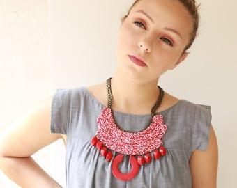 Rot, Oversize Kette, Fett Chunky ethnische Halskette Tribal Halskette, Aussage Häkelschmuck