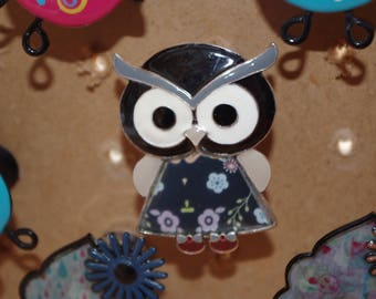 Dresser black OWL button