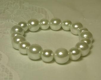 "Cynthia Lynn ""AFTERNOON TEA"" Chunky White Beaded Glass Pearl Stretch Bracelet"