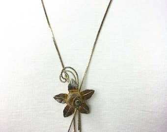"Elegant Vintage Flower Gold Tone Lavalier Pendant Necklace, Lariat Necklace, on a Long Chain 26"" in Goldtone, Art Deco, Great Gatsby Flapper"