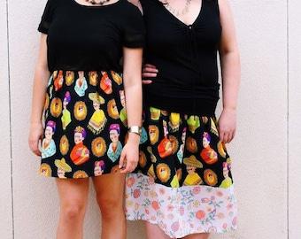 XL. Frida Fantastico skirt in black with white vintage floral. Elastic waist. Mid calf length.