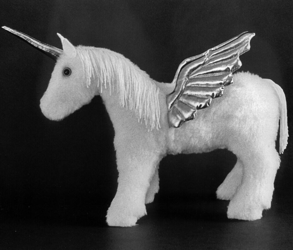 Schnittmuster machen eine Baby-Einhorn Pegasus oder