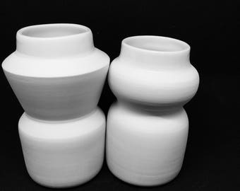 Pair of vases in porcelain, 2 vases thrown in porcelain