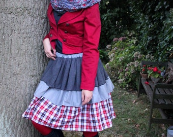Playful grey red checkered skirt with knit
