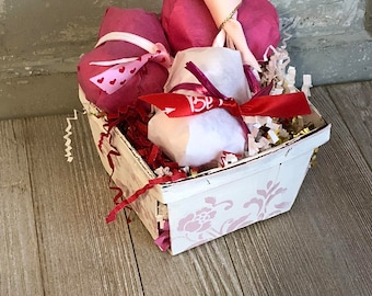 Valentines's Bath Bomb Gift Set, Heart Bath Bombs, Bath Bomb, Valentine's Spa Gift Basket, Love Spell Bath Bomb, Rose Bath Bomb, Spa Set