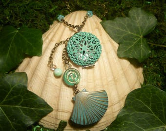 Seafoam Secrets - handmade Necklace with beautifull Medaillon
