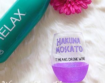 Hakuna Moscato Stemless Glitter Wine Glass // Glitter Glass // Stemless Wine Glass // Moscato Wine // Glitter Cup // Wine Night