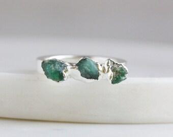 emerald ring / raw emerald ring / natural emerald ring / emerald stacking ring / stackable ring / dainty emerald ring / rough emerald