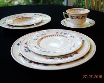 Syracuse China 7 Piece Place Setting Old Ivory Pattern SY1162