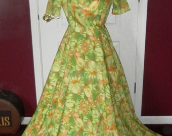 Vintage 1970's Blooming Watercolor Wide Sweeping Gown / Long Dress 36