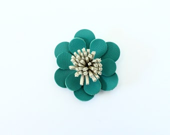 Barrette / clip in emerald green leather