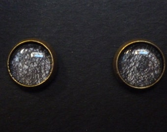 Earrings black and white chips
