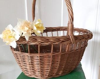Superb vintage wicker shopping basket.