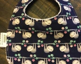 Gedenktag Verkauf hängen Faultiere - Baby oder Kleinkind Bib - Frottee Unterlage - wendbar mit VERSTELLBAREN Druckknöpfen