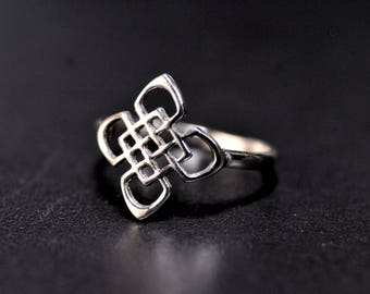 Sterling Silver Ring with a Four Seasons Celtic Knot