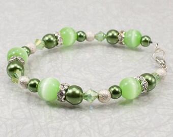 Green Cat's Eye Beaded Bracelet / Green Bracelet / Pearl and Cats Eye Bracelet