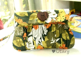 Wristlet Purse Green Forrest with heart shaped wooden button