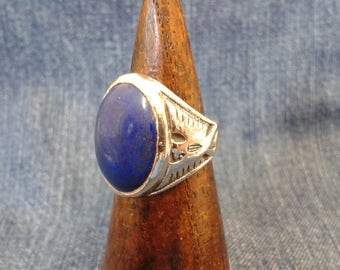 Vintage Silver Ring with Vibrant Blue Lapis Lazuli Stone