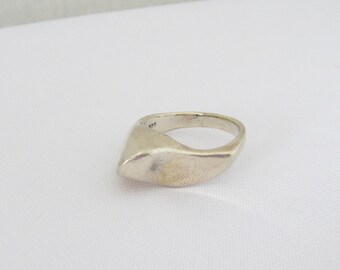 Vintage Modernist Sterling Silver Ring Size 8